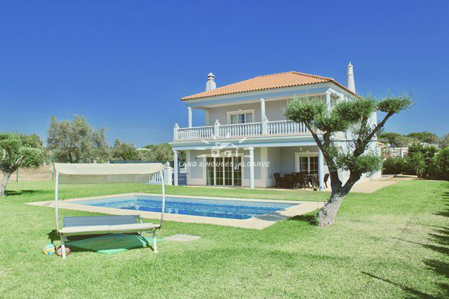 Villa mit Pool in nahe der Internationalen Schule in Vilamoura