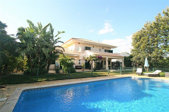 Villa with pool and garage near Vilamoura