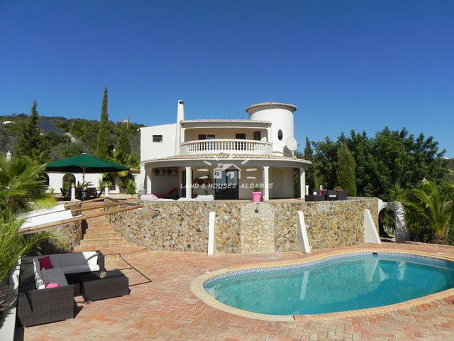 Villa with guest apartment, pool and panoramic sea view near Estoi