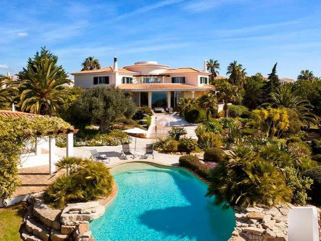 Villa with infinity pool and ocean view near Carvoeiro