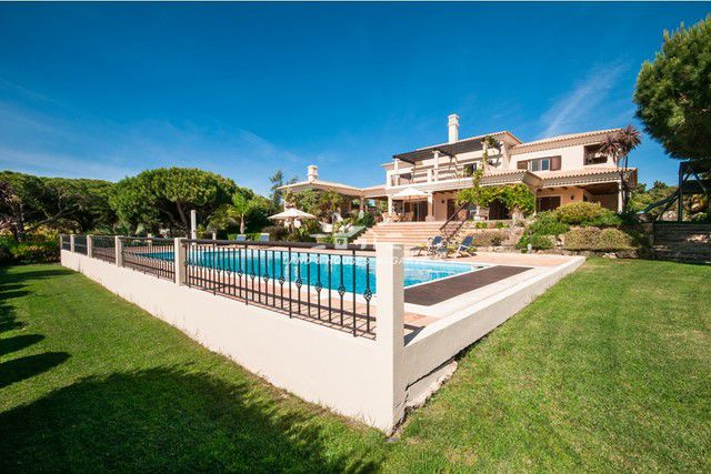 Classical villa with pool overlooking San Lorenzo golf course and Ria Formosa