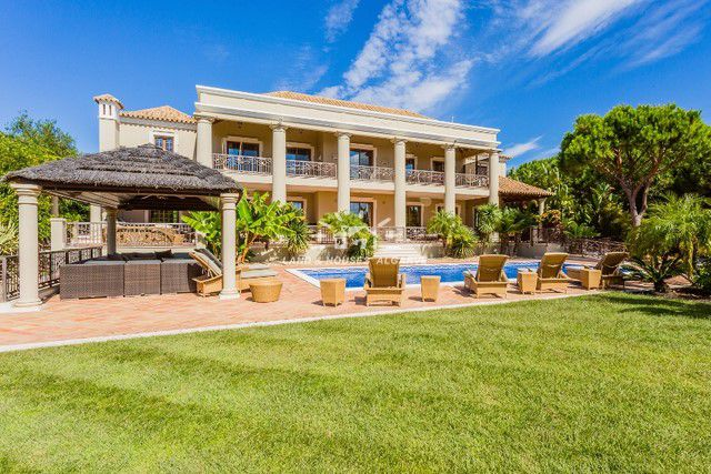 Magnificent classic villa with pool and breathtaking view of the Atlantic in Quinta do Lago