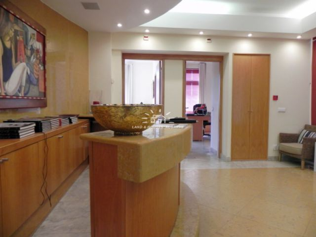 Office on good location in Quinta do Lago shopping centre