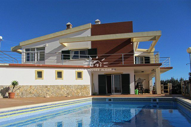 4 bedroom villa with pool and beautiful sea view near Sao Bras de Alportel