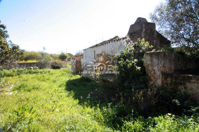 Plot of land with ruin near Olhao, Pechao
