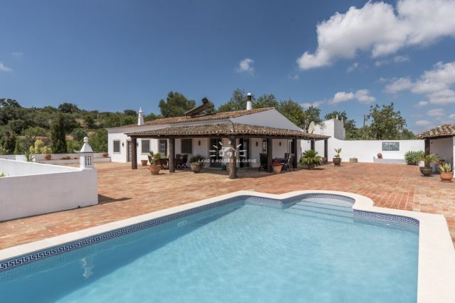 Traditional style 4 bedroom villa for sale with pool spectacular view near Sao Bras de Alportel