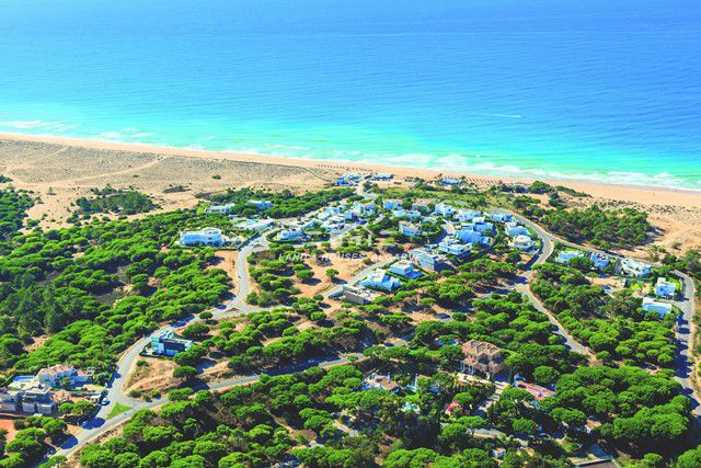 Beachfront plot of land on exclusive location in Vale do Lobo