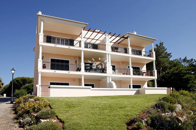 Lovely apartment for sale near Tennis Academy and beach of Vale do Lobo