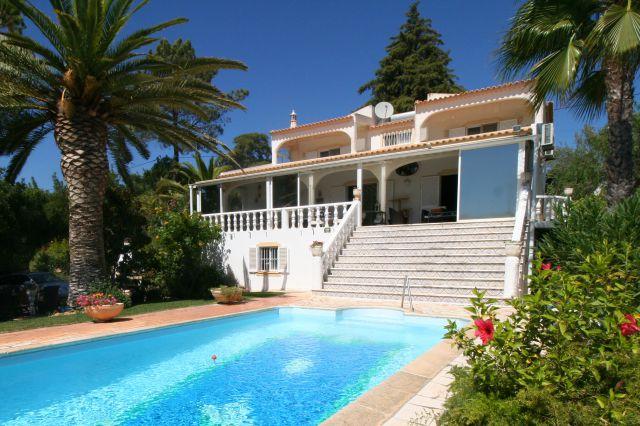 Traditional south facing villa with pool and fantastic views near Vilamoura
