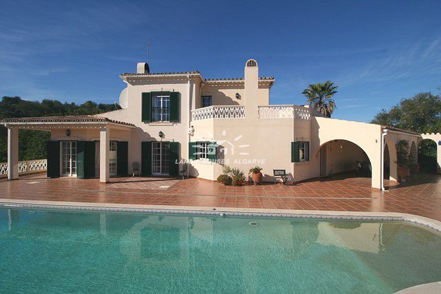 4 bedroom Villa with pool and garage near picturesque village of Boliquieme