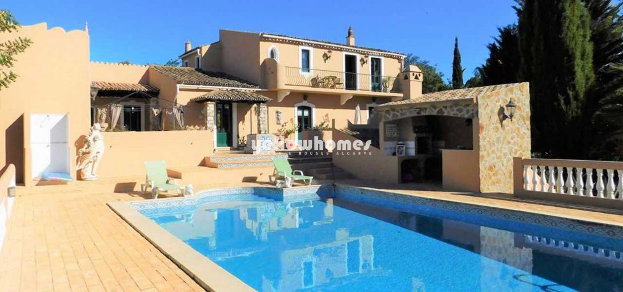 Sehr gepflegte rustikale Villa mit 3+1 Schlafzimmern und Pool...