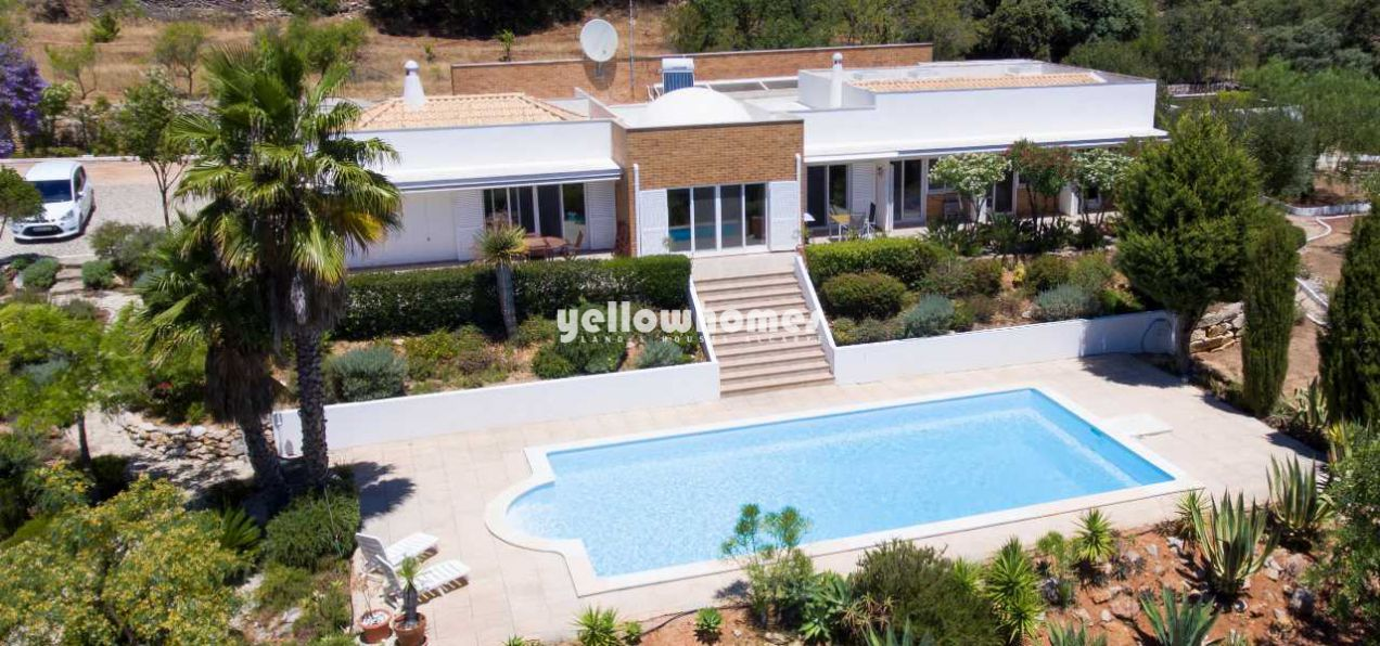 Detached 4 bedroom property on a large, private...