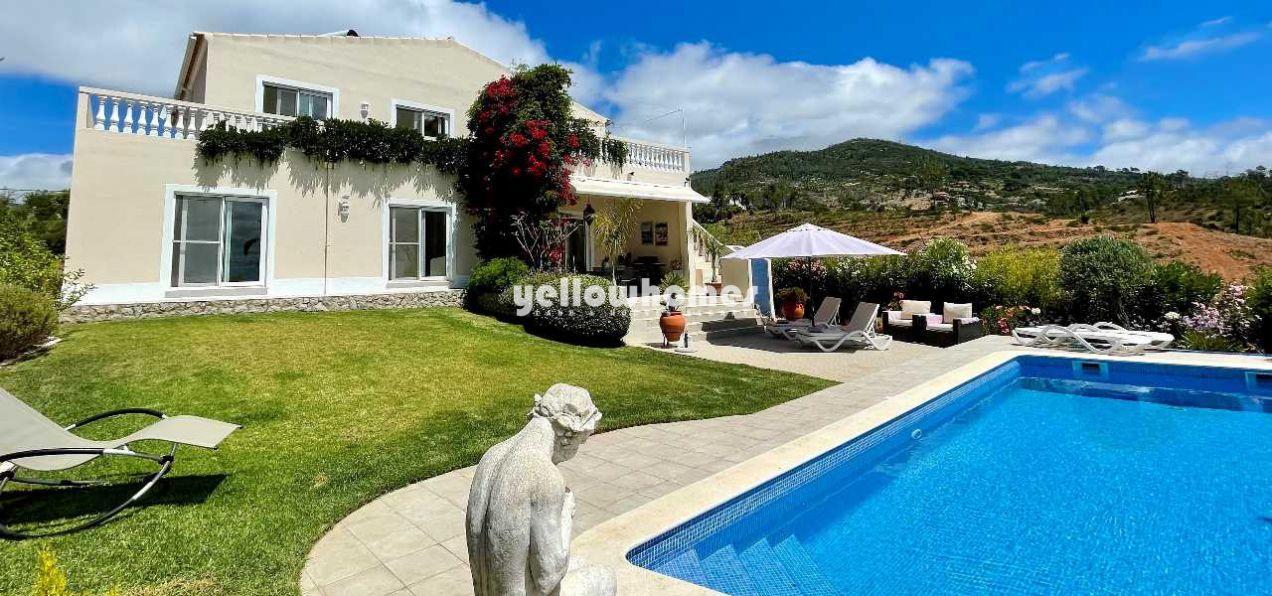 Maravilhosa moradia isolada com piscina e vistas...
