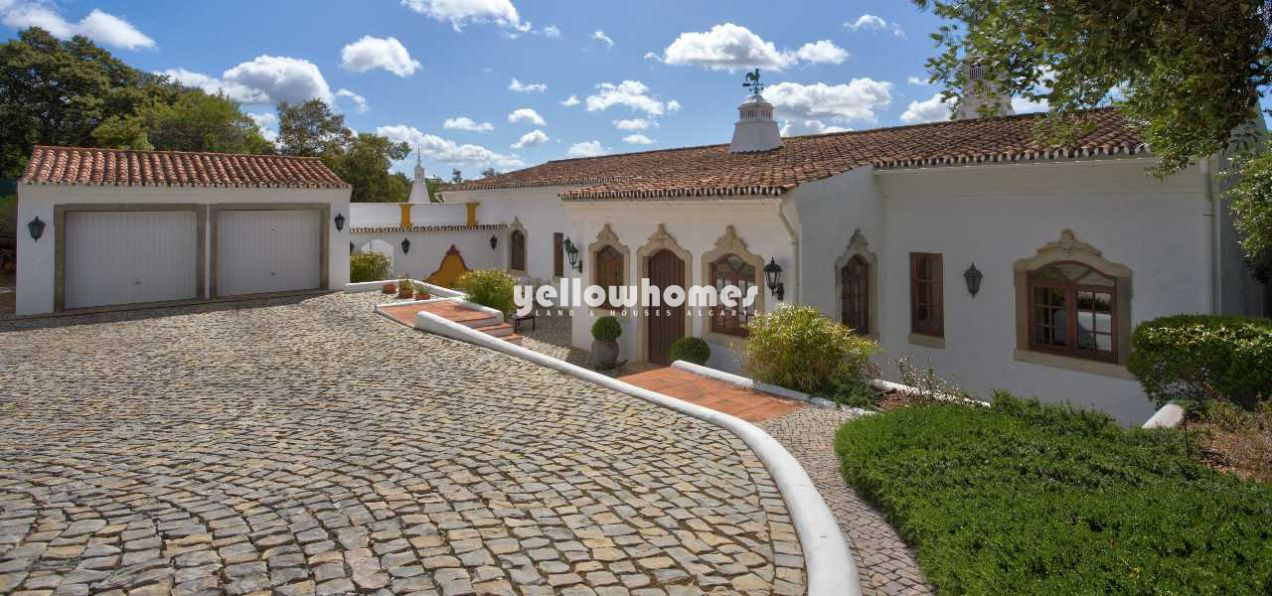 Elegant country home with 4 bedrooms in the central...