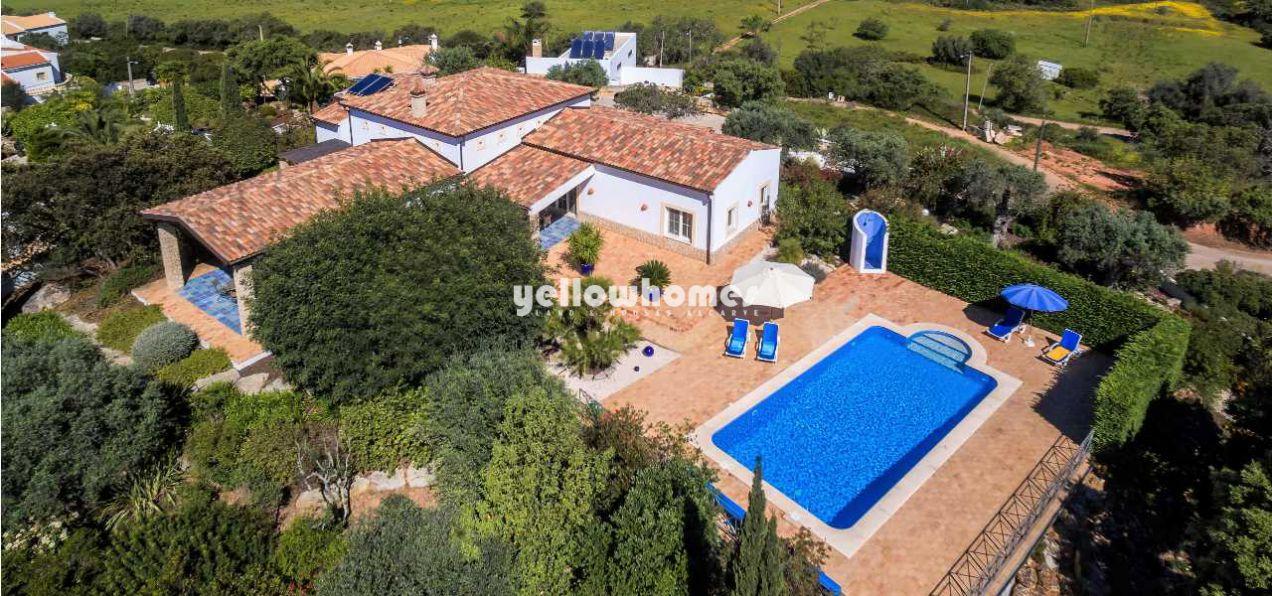 2+1 SZ Villa mit Pool und 70m2 Mehrzweckraum in Top Lage nahe Portimao