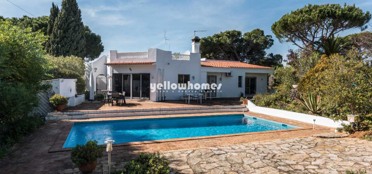 3 bedroom villa on good size plot close to the...
