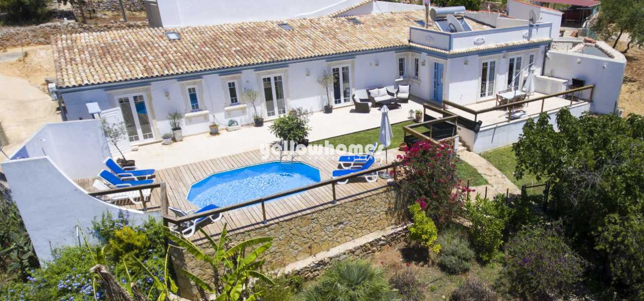 Charmante 3-SZ Villa mit Gästehaus und herrlichem Landblick nahe Loule