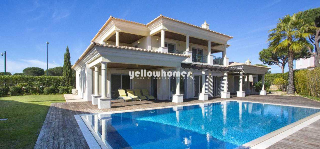 Helle und luxuriöse Villa in Top-Lage nahe allen Annehmlichkeiten...