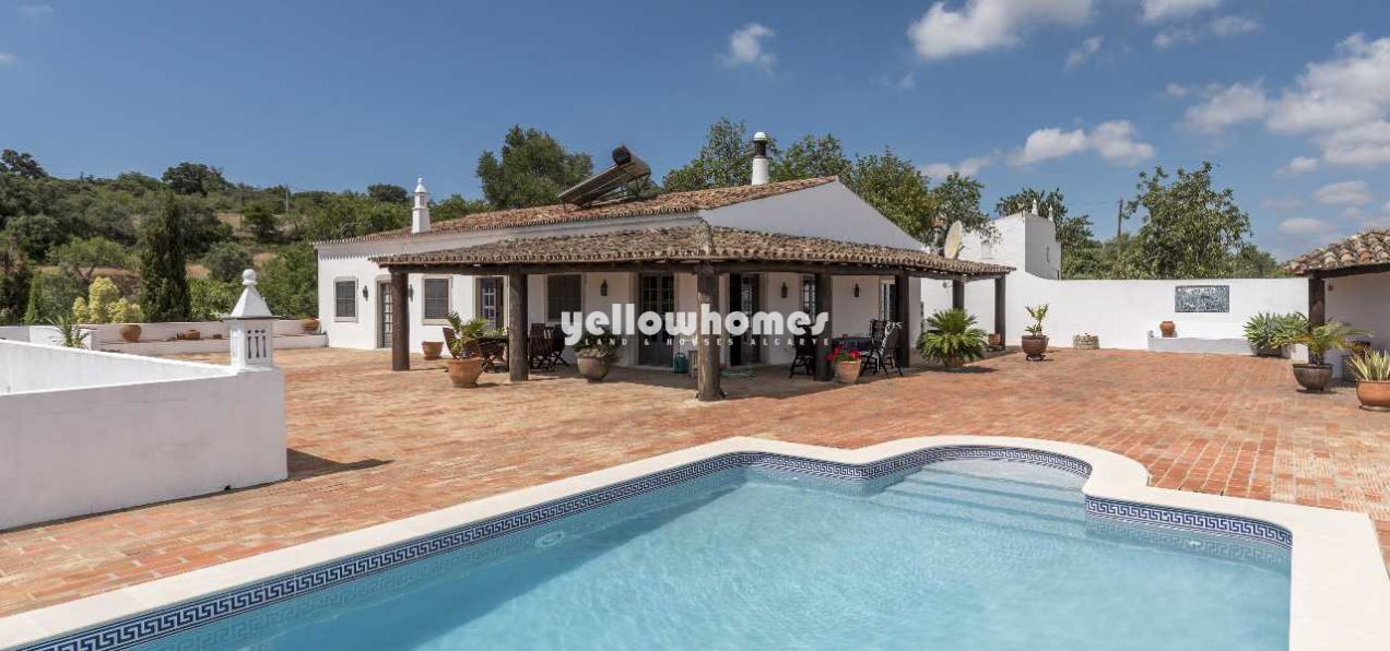 Between Loule and Sao Bras 4 bed rustic property...