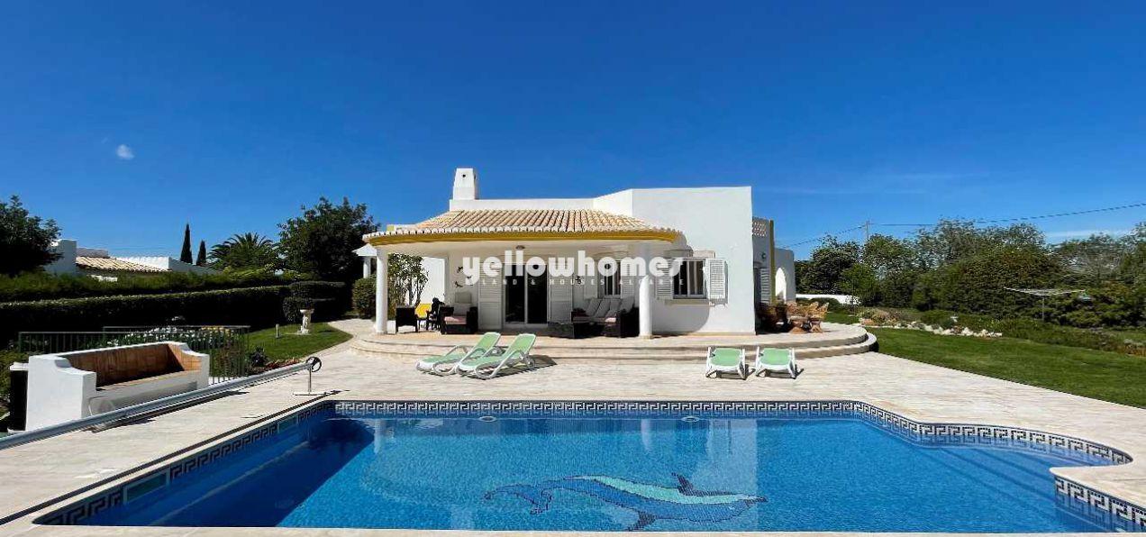 Hochwertige, helle 4 SZ Villa im Bungalow-Stil mit Pool und Blick...