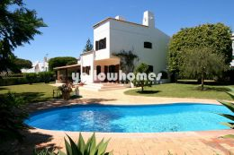 Charming villa in an excellent location set on...