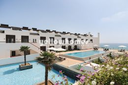 2-bed apartments only a stones throw from the beach...