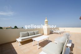 Spacious 3 bed penthouse apartment with stunning views...