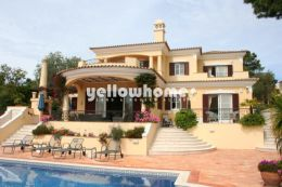 Charming property with golf title and golf views