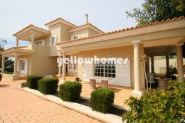 Spacious 4-bedroom villa with magnificent views