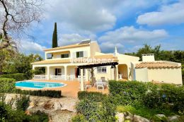 Well maintained 5 bed villa with pool, garage and...