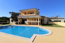 Beautiful detached 4-bed villa with pool and garage...