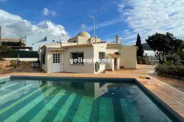 Charmante einstöckige Villa mit 3 Schlafzimmern nahe Loule