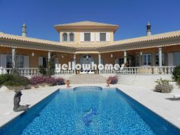 Spacious and well-presented villa with stunning...