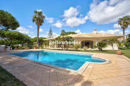 Fantastische eingeschossige Villa zwischen Vale Do Lobo und Quarteira