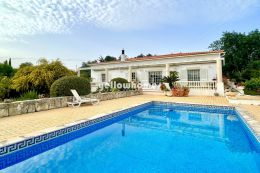 Well-presented bungalow style villa near Loule in a...