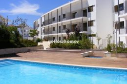 Luxury 2-bed penthouse with communal pool in the heart...