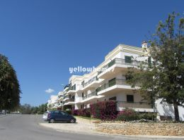 Large, south facing 2-bed apartment in a quiet residential...