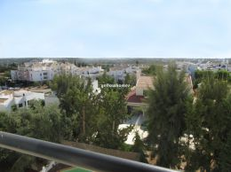 Well kept 2-bed apartment with open views in Tavira