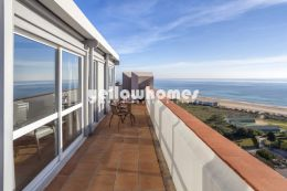 Furnished 1-bed penthouse with amazing sea views...
