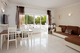 Well kept 1 bedroom apartment only 100m from Portimão...
