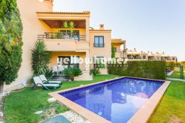 Modern 2 bed apartment with private swimming pool...