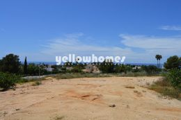 Building plot for a luxurious 4 bedroom Villa close...