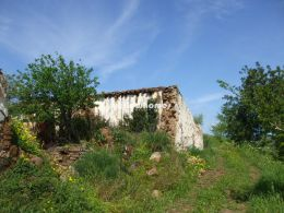 Nice plot with big ruin and wide country views