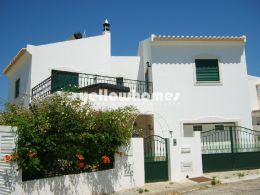 Friendly 4 bedroom villa with garden and gorgeous...