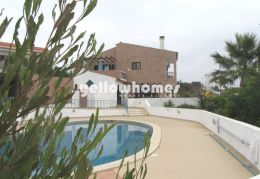 Villa with garden, pool and double garage ideal for...