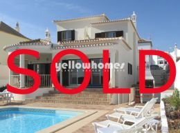 Quality 4-bed villa with superb views of the Ria Formosa...