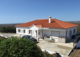 High quality villa set on a large plot with beautiful...