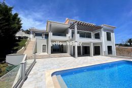 Neubau Einfamilienhaus mit Pool am Hang und fantastischem...