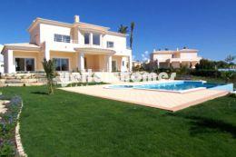 Luxuriöse 4-Schlafzimmer Villa im mediteranen Stil...