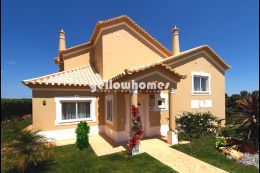 Great 4 bedroom split level Villa quiet residential area